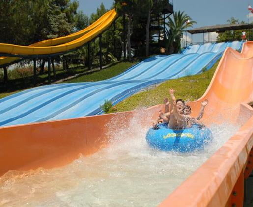 Three of the long slides at Aquapolis, Seville. © Aquapolis, Sevilla
