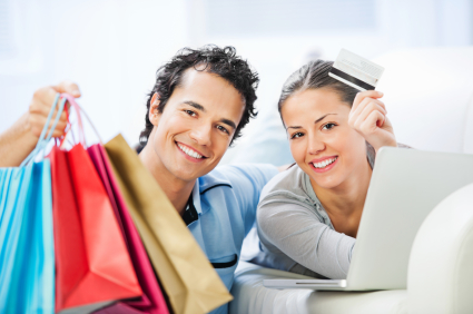Happy couple shopping © iStock