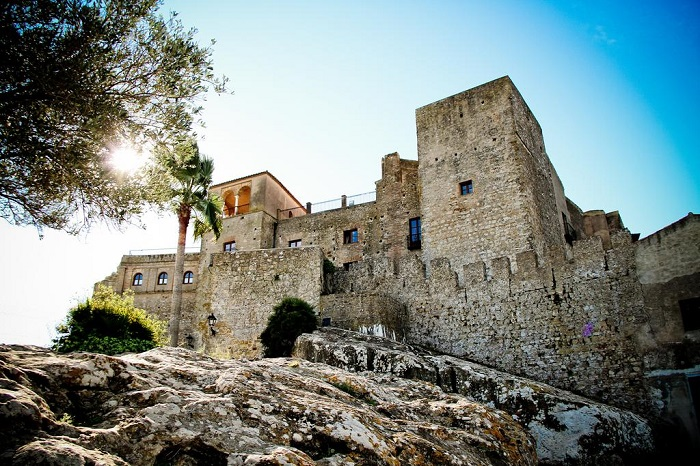 Castle walls in the sun © Booking.com / TUGASA Hotel Castillo de Castellar